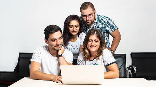 employees-working-together