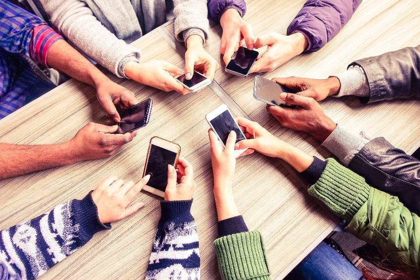 mobile-devices-connect-global-teams