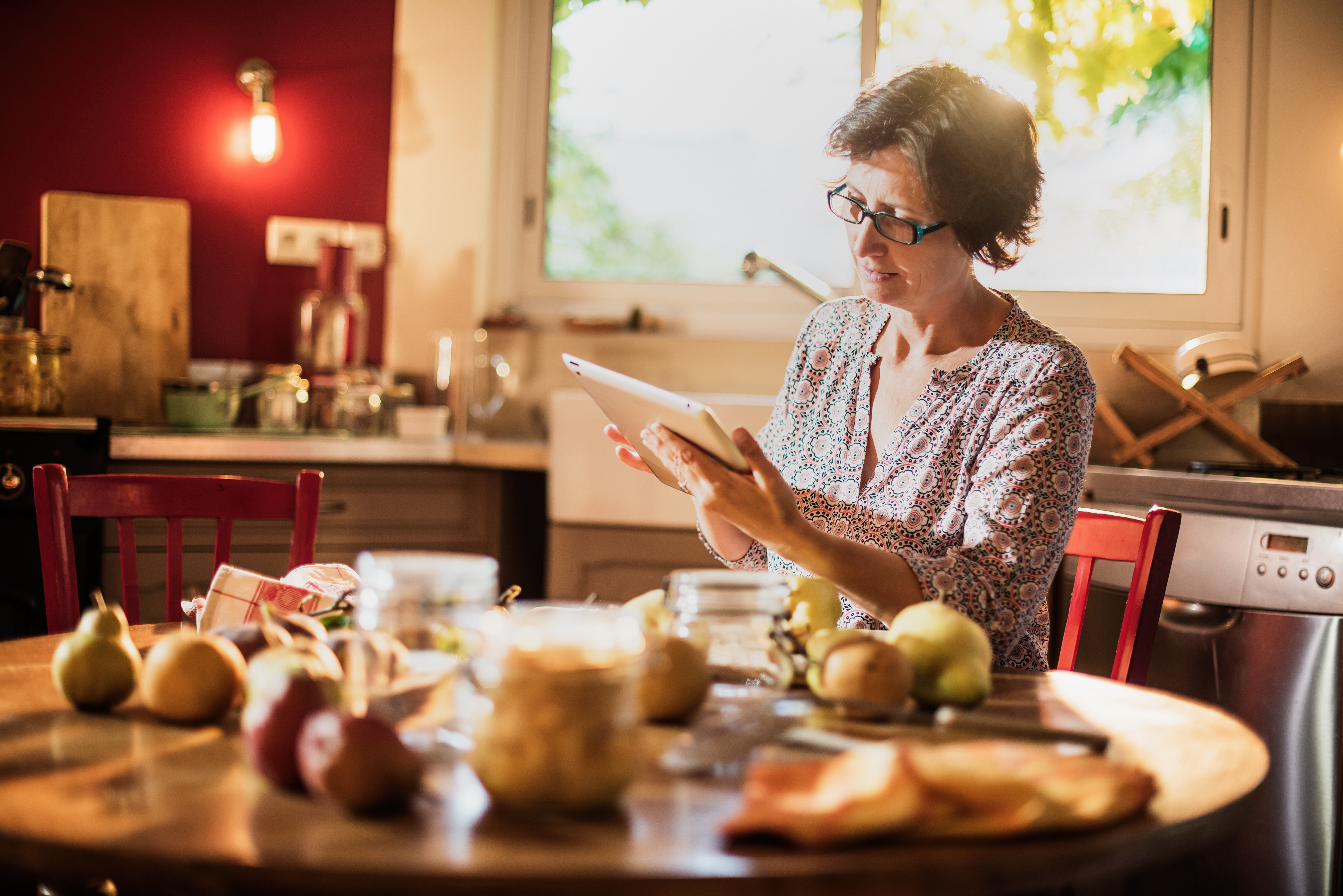 middle-age-woman-eating-healthyjpg